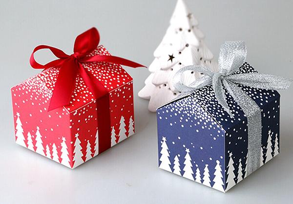 Новорічна упаковка з картону
