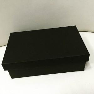 Черная картонная обувная коробка